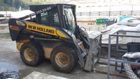 Минипогрузчик New Holland L185 0.5 м.куб.